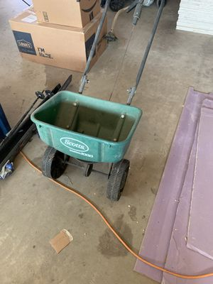 Scott's 1000 seed dispenser spreader. for Sale in Escalon, CA
