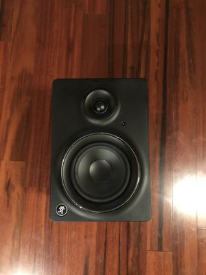 Mackie MR5 MK2 Studio Monitors (Pair) with power chords and TRS plug ins for Sale in Tacoma, WA
