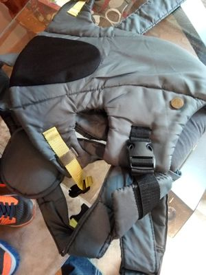 Infantino baby carrier with head sun gaurd for Sale in Zanesville, OH