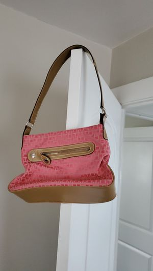 Tommy Hilfiger Bag for Sale in Parma, OH
