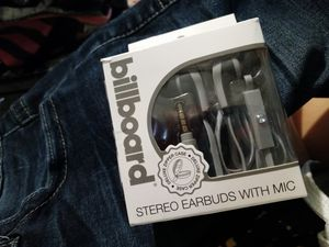 Billboard stereo earbuds with a case and they have a mic for Sale in Wichita, KS