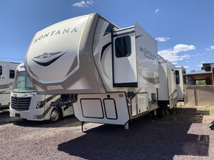2019 Keystone Montana 3561RL Fifth Wheel 5th for Sale in Lakeside, AZ