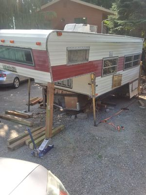 Wilderness overhead camper for Sale in Everett, WA