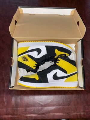 Air Jordan 1 yellow toe mids with box for Sale in Nashville, TN