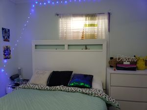 Queen bed with mattress (Headboard w/ reading lights) for Sale in Hialeah, FL