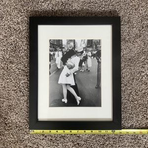 Black and white frames photo for Sale in Tabb, VA