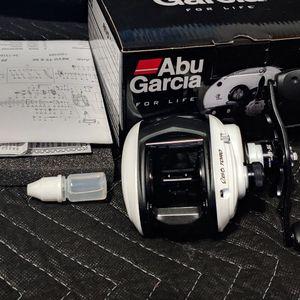 ABU GARCIA REVO TORO S REVOT2S51 BAITCAST FISHING REEL shimano daiwa Penn okuma phenix for Sale in Huntington Beach, CA