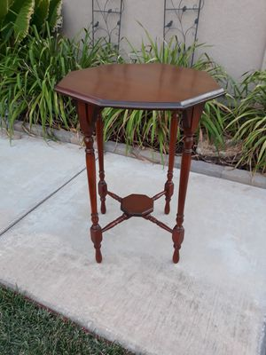 "VINTAGE ANTIQUE ACCENT TABLE (22"" DIA × 28.5""H) for Sale in Corona, CA"
