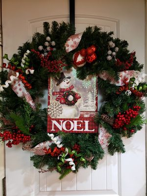 Gorgeous Christmas Wreath and Storage Container for Sale in Auburn, WA