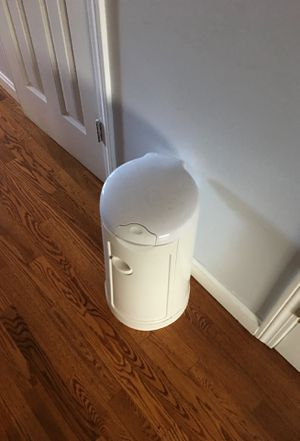 Munchkin arm and hammer diaper pail for Sale in Stamford, CT