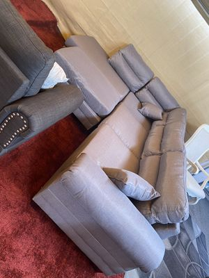 Light grey sectional with ottoman for Sale in Bakersfield, CA