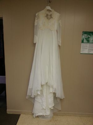 Wedding dress size small. $25 for Sale in Bessemer, AL