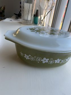 Vintage Pyrex Crazy Daisy Casserole Dish & Lid 1.5 Qrt Green Flowers White for Sale in Costa Mesa,  CA