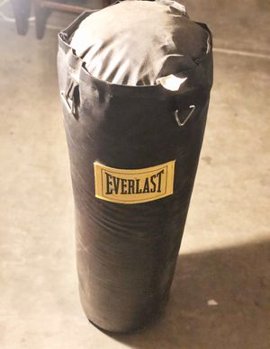 EVERLAST heavy punching bag for Sale in Murrieta, CA