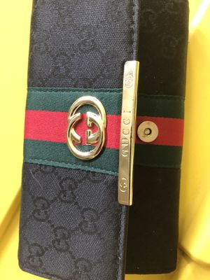Gucci wallet for Sale in Clearwater, FL