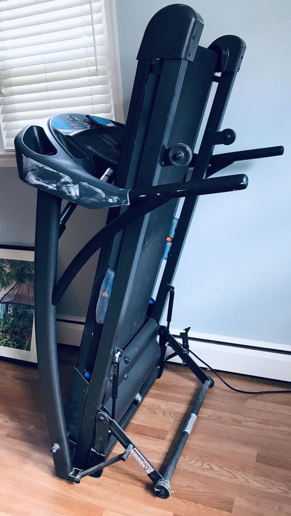 Horizon treadmill that folds up on rollers