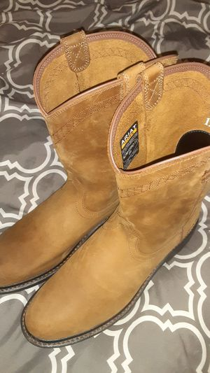 ARIAT BOOTS for Sale in Visalia, CA