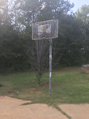 8 ft adjustable basketball hoop for Sale in Prattville, AL