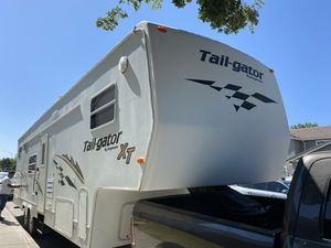 2004 keystone tail gator XT Toyhauler for Sale in Tracy, CA