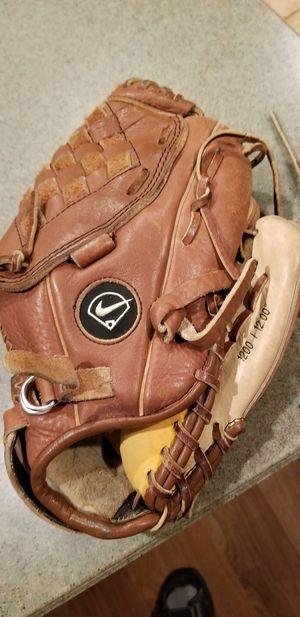 """12"""" kids Nike baseball glove broken in for Sale in Norwalk, CA"""