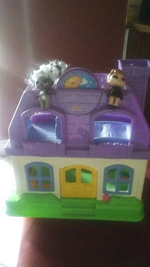 A play house with 2 LoL Dolls for Sale in Austin, TX