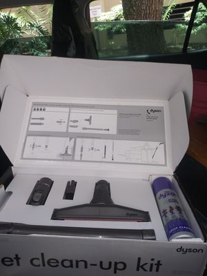 Dyson attchments and Cleaner Pet clean up kit like new for Sale in Lakeland, FL