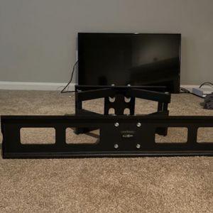 INSIGNA TV + 180° PULLOUT TV MOUNT for Sale in Atlanta, GA