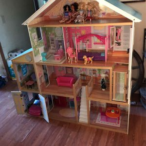 Kid raft Mansion Dollhouse & Dolls for Sale in Temecula, CA
