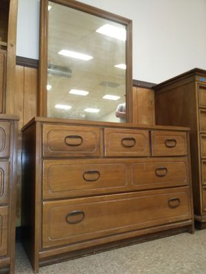 Vintage 5 drawer dresser with mirror for sale for Sale in St. Louis, MO