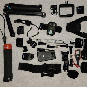 GoPro 7 Black + Accesorios for Sale in Lynnwood, WA
