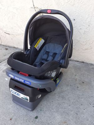 Graco Infant Car Seat - Snugride Snuglock 35 LX Featuring TrueShield Technology for Sale in Los Angeles, CA