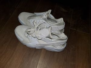 Free mens size 10 for Sale in Bloomington, CA