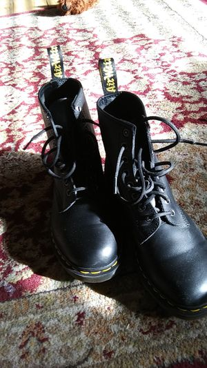 8 hole Doctor Martin boots for Sale in West Jordan, UT