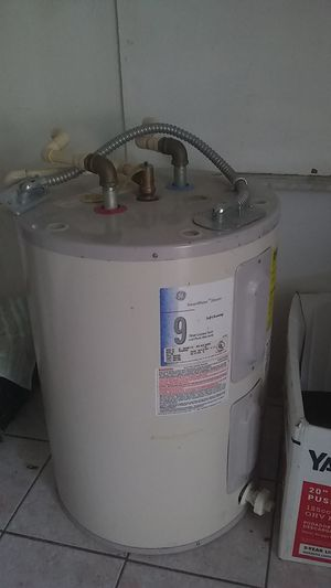 Get 9 years great condition like new 100 dollars30 gal for Sale in Pembroke Pines, FL