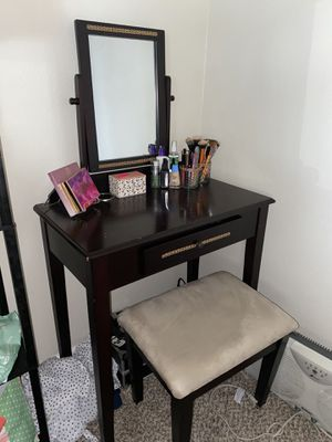 Vanity with stool for Sale in Oregon City, OR