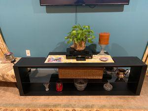 Nice tv stand in good condition for Sale in Woodbridge, VA