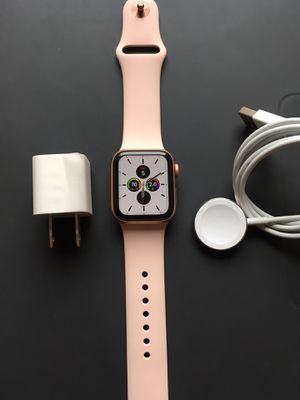 Apple Watch series 4 LTE + GPS rose gold very good condition comes with everything for Sale in Anaheim, CA