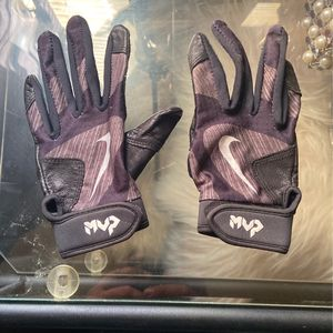 Youth Bating Gloves M/L for Sale in Selma, CA