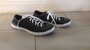 Unisex converse man size 10 woman size 12 for Sale in Orlando, FL