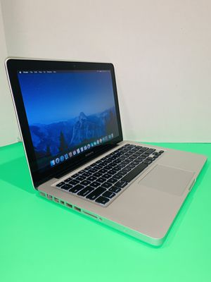 2009 Apple MacBook Pro / Core 2 Duo / 500GB / 6GB Memory / Battery / Charger / macOSX El Capitan. for Sale in Homestead, FL