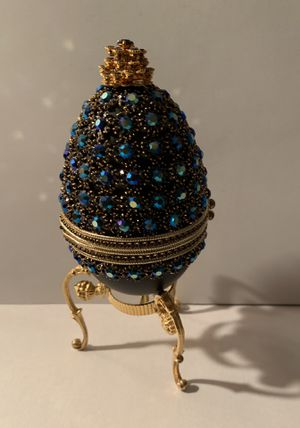 RARE Jeweled Goose Egg Keepsake Musical Box- FABERGE Like Style Perfect for an Engaging or Wedding ring ; or just the perfect gift What a lovely for Sale in Fontana, CA