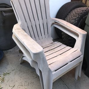 Free Pool Recline Chairs for Sale in Lakewood, CA