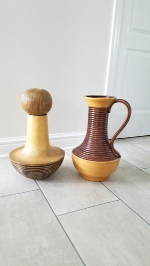 Two tall vases decor for Sale in Brunswick, OH