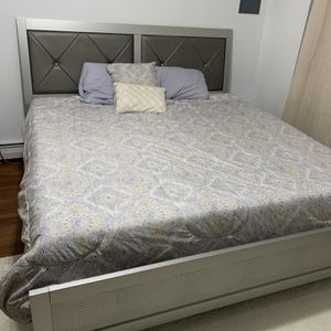 King Size Bedroom Set for Sale in Waterbury, CT
