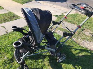 double stroller sit and stand does have the bar FIRM PRICE NO DELIVERY CASH OR TRADE FOR BABY FORMULA for Sale in Los Angeles, CA