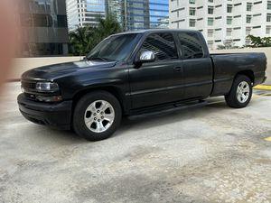 Chevy Silverado 2001 for Sale in Miami, FL