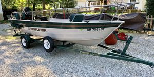 2001 Crestliner 16 Sportsman Boat and Trailer Mercury 40 HP Motor for Sale in MAYFIELD VILLAGE, OH