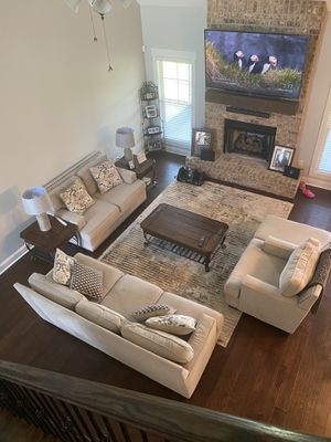 Living room set - Rug, Lamps, and Tables INCLUDED for Sale in Kathleen, GA