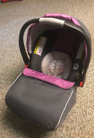 Graco Snugride 35 Car Seat with Accessories and Click Connect Base for Sale in Souderton, PA