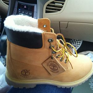 Wheat Fur Timberlands women size 9 for Sale in Columbus, OH